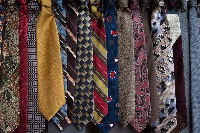 数あるネクタイの中から選ぶコツ